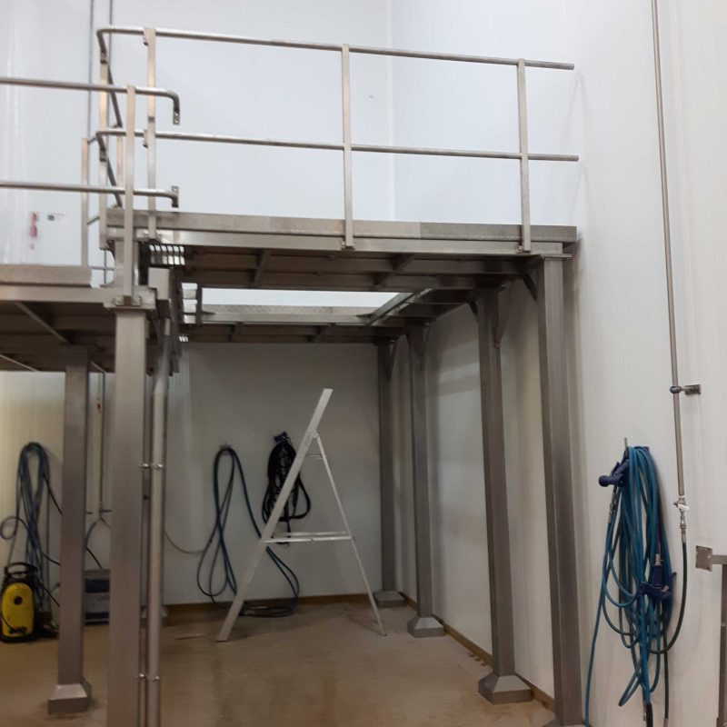 CANTILEVER-PLATFORM-INSTALLATION-FOOD-INDUSTRY-DAIRY-PARTNERS--platform-installed-in-stroud-for-food-industry